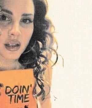 lana-del-rey-doin-time