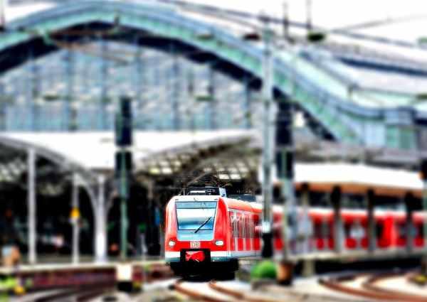 train-tilt-shift