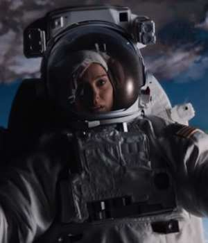 Lucy-in-the-sky-natalie-portman