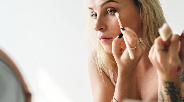 «femme-maquillage-perception-societe»