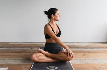 étirement dos yoga