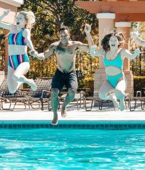 saut-piscine-600