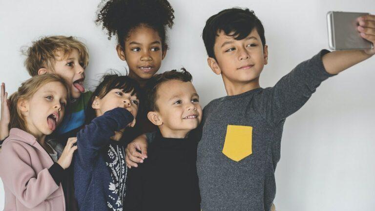«enfants-influenceurs-travail-loi»