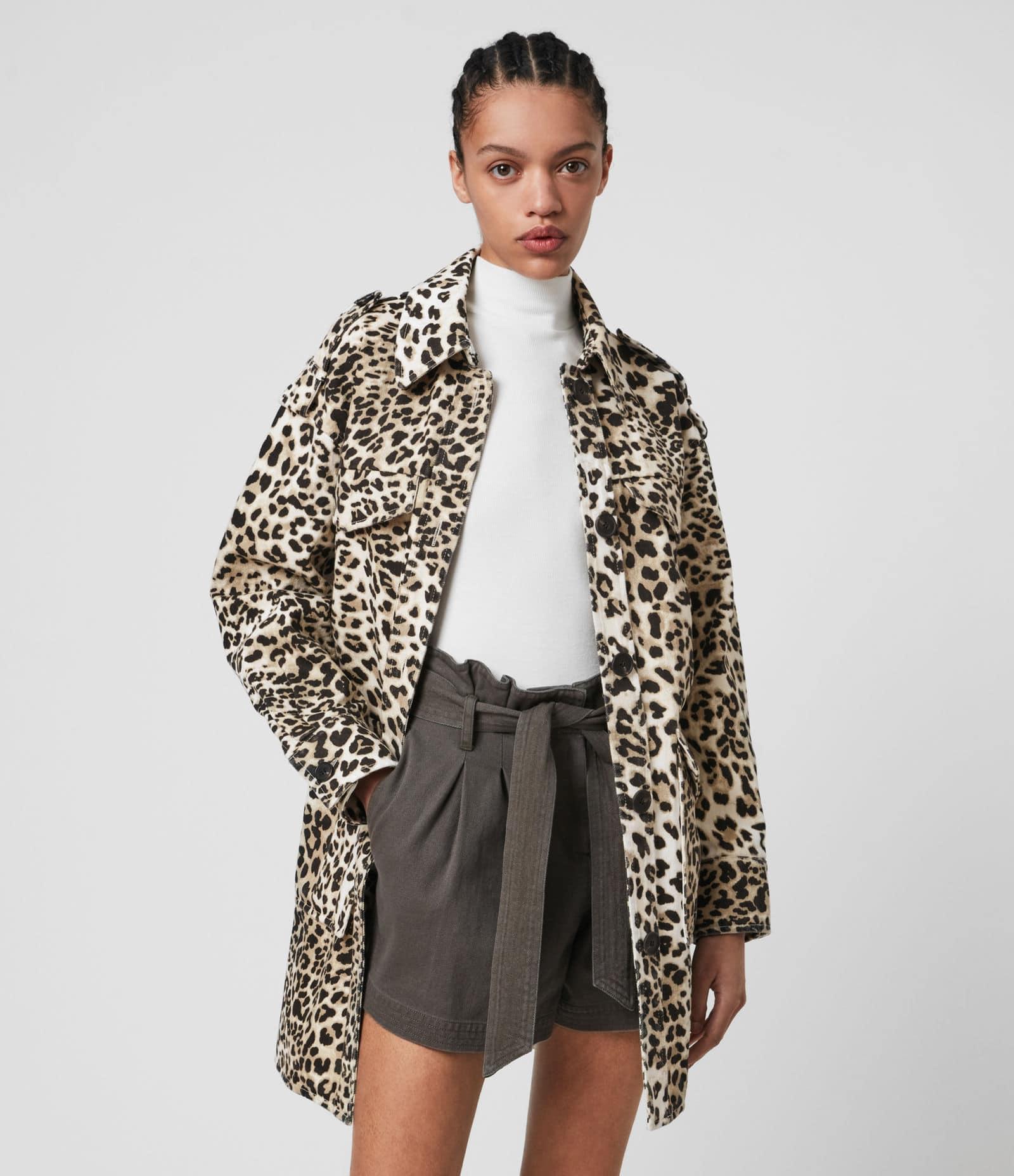 Veste en coton à imprimé léopard, All Saints, 75 €.