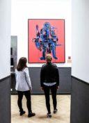 Deux étudiantes de l'ICART au musée
