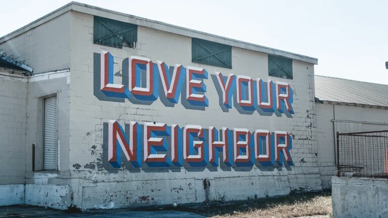 batiment love your neighbour