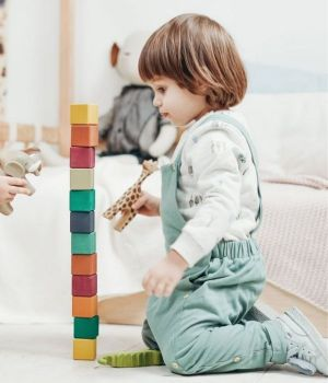 enfants-jouent-tour-cube-600