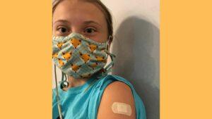 Greta Thunberg fait un vaxxie afin de prêcher pour un meilleur accès au vaccin pour tous