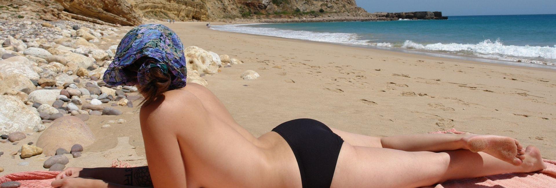 Toplesswoman,_Burgau,_Portugal
