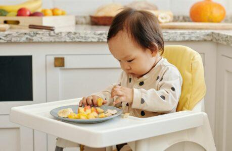 enfant-table-nourriture