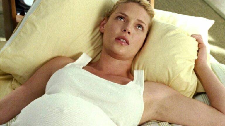 femme-enceinte-allongee