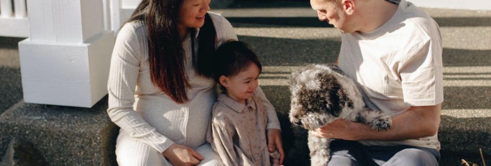 homme-enfant-chien-femme-perron