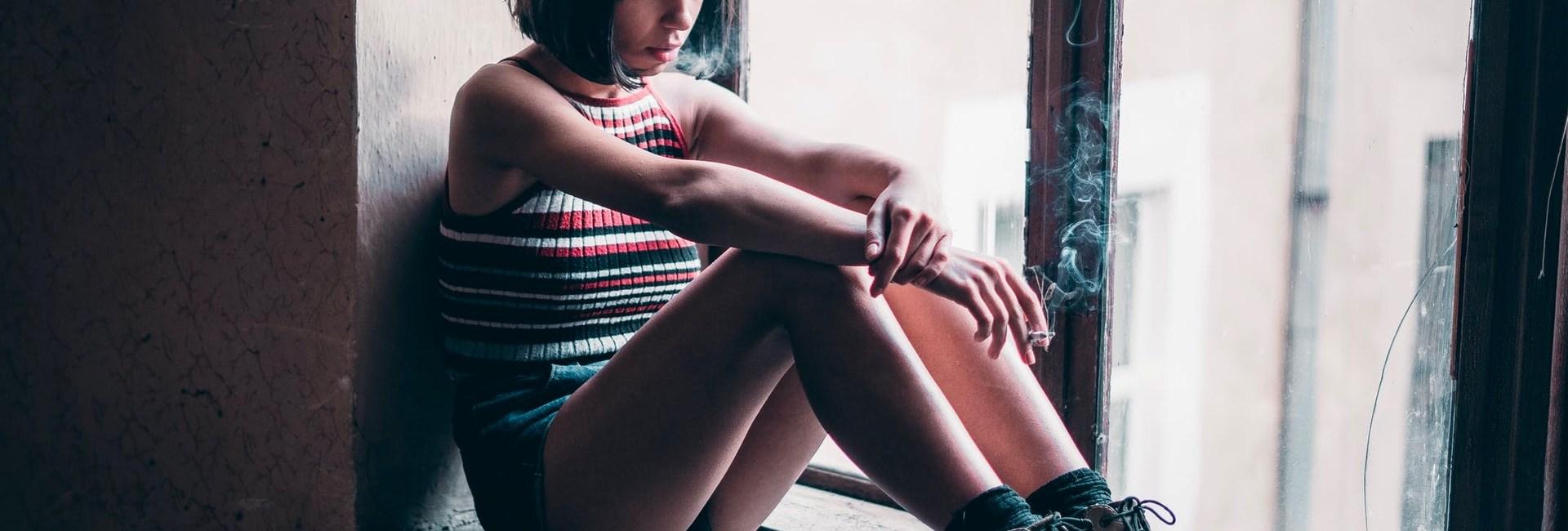 femme-triste-cigarette