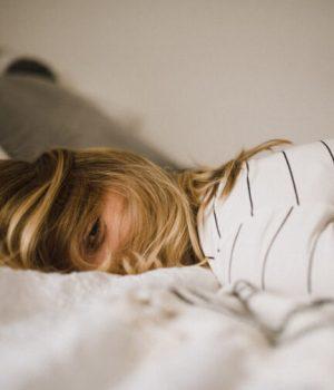pourquoi-les-cosmetiques-agissent-mieux-la-nuit