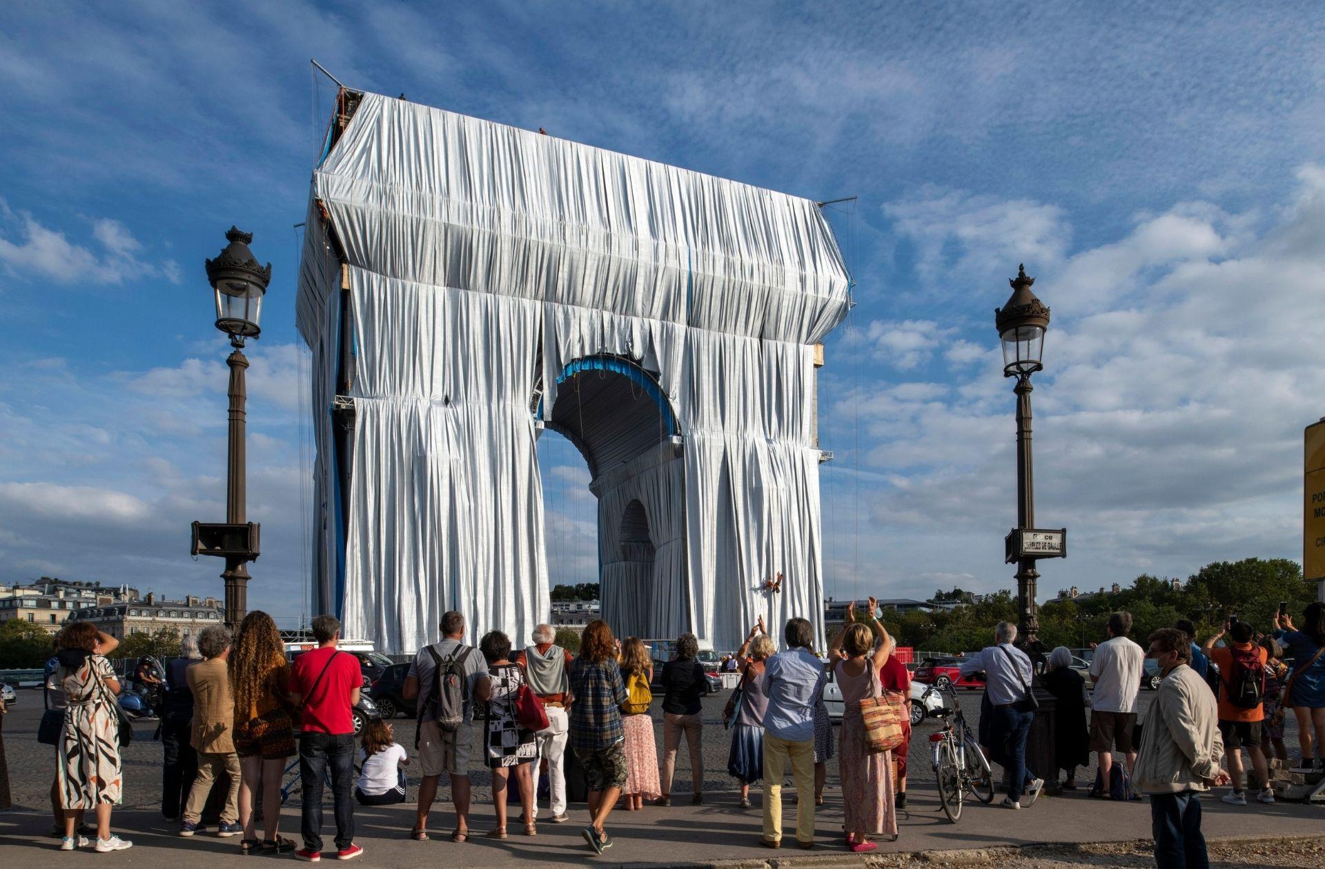 L'Arc de Triomphe empaqueté, de Jeanne-Claude et Christo (2021)