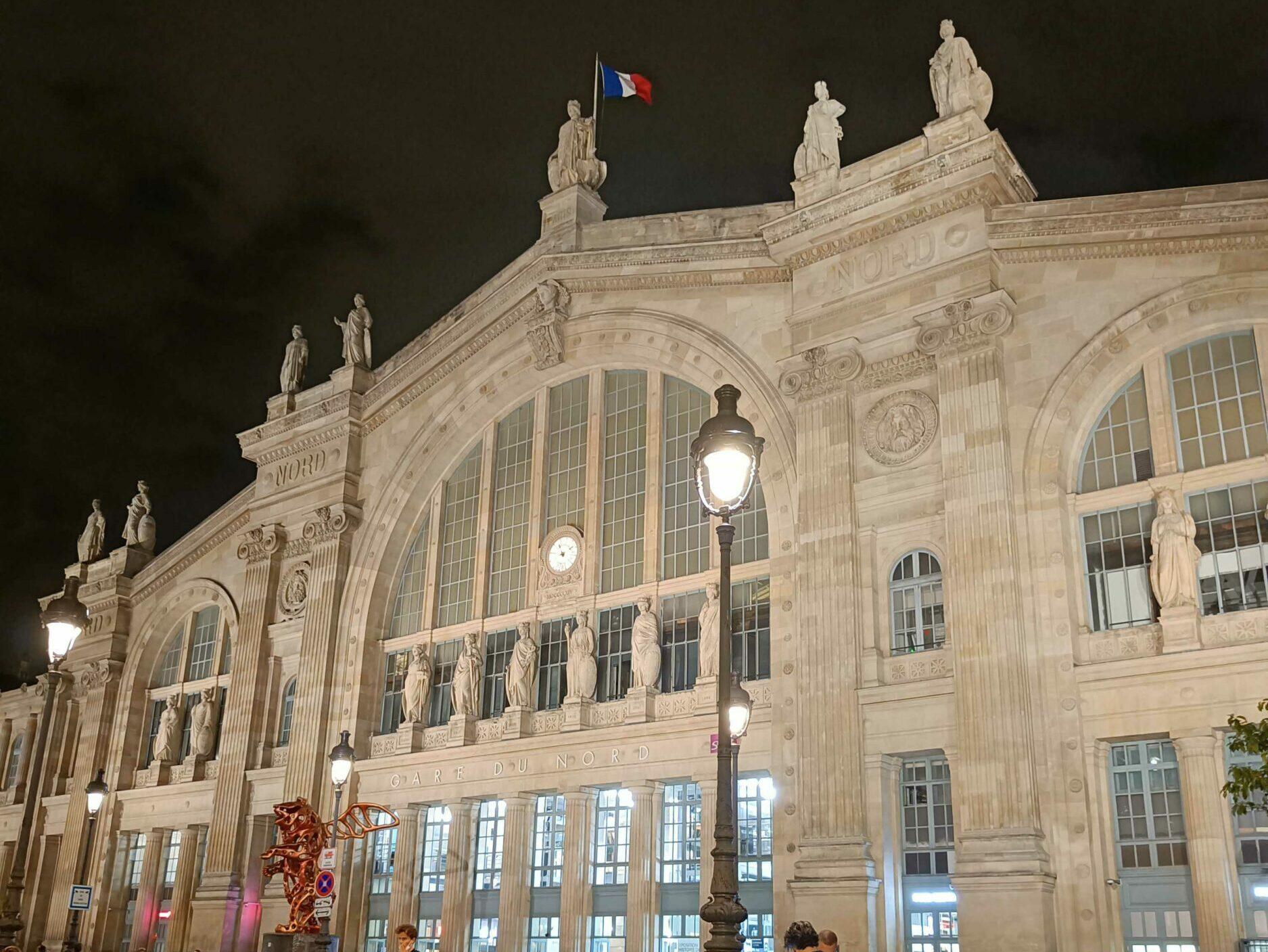 Photographie de la Gare du Nord de Paris prise avec le OnePlus Nord 2 5G de nuit