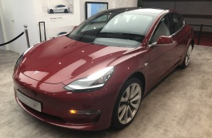 On a vu la Tesla Model 3 en avant-première : maintenant, on a hâte...